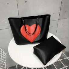 Черная сумка шоппер с большим сердцем